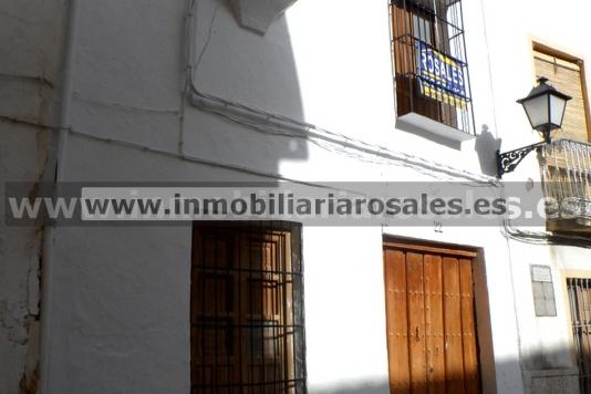 Casa en venta en Luque, con gran solar y bien situada.