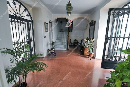 REBAJADA. Casa señorial totalmente reformada, con grandes habitaciones.