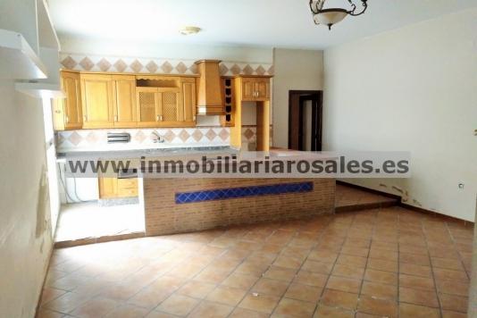 Casa en Montilla con gran cochera y patio.