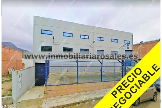 SÓLO 339.000 €. Nave de 1.900 M2 en Priego de Córdoba en buen estado. REBAJADA y precio ALGO NEGOCIABLE.