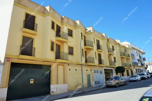 Nueva promoción de pisos con parking y local comercial.